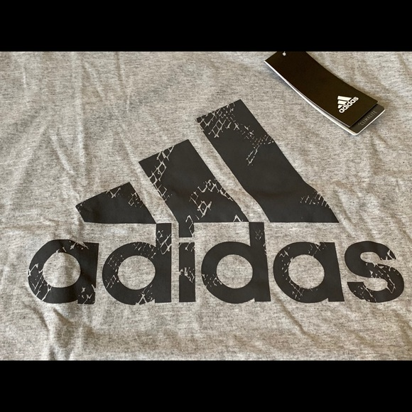 Adidas Men/'s Short Sleeve Essential Logo Graphic Crew Neck T-Shirt